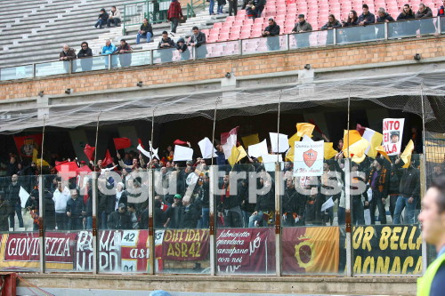 Cagliari 2-2 AS Roma ( 18ème journée ) - Page 12 0910cagliariroma_tifosi