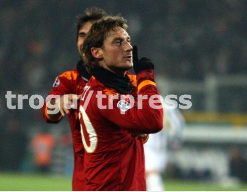 Juventus Turin 1-2 AS Roma ( 21ème journée ) - Page 11 0910juventusroma_totti