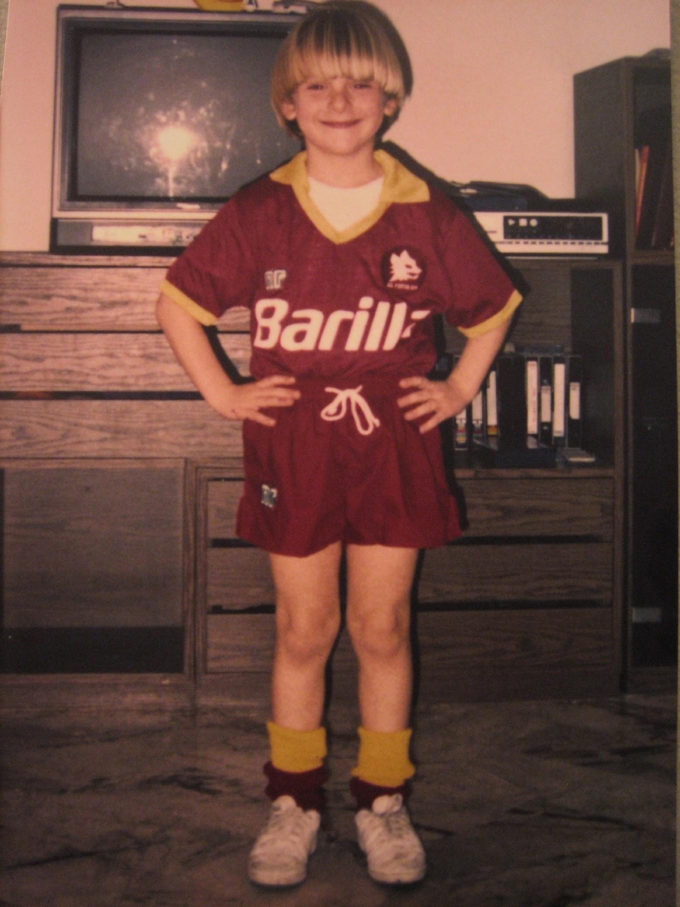 Un giovanissimo Daniele De Rossi con la maglia della squadra del cuore